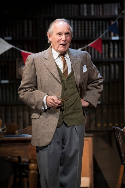6. Clive Francis as Frank Doel_photoRichardHubertSmith