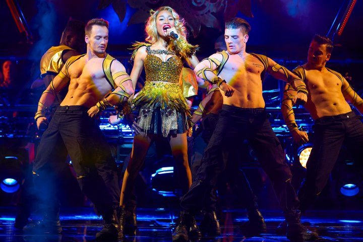 Jennlee Shallow and company in The Bodyguard UK Tour - 2194 - Photo by Paul Coltas [1]